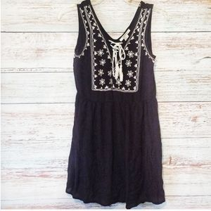 Forever 21 Top Black White Floral Size Small